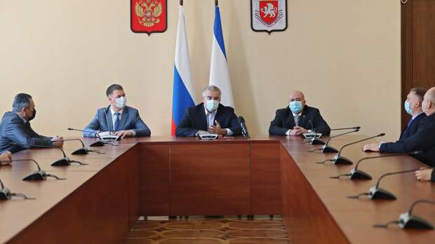 Аксёнов представил коллективу Комитета по противодействию коррупции Крыма нового руководителя
