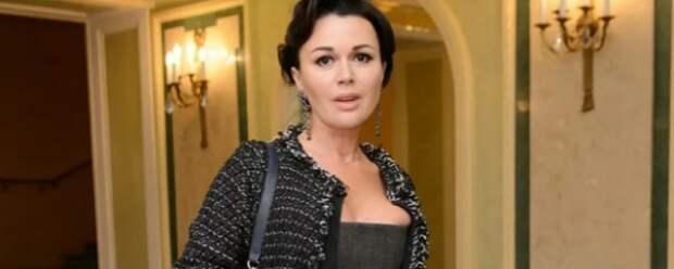 Онкобольная Анастасия Заворотнюк после ухудшения состояния не поедет лечиться за границу