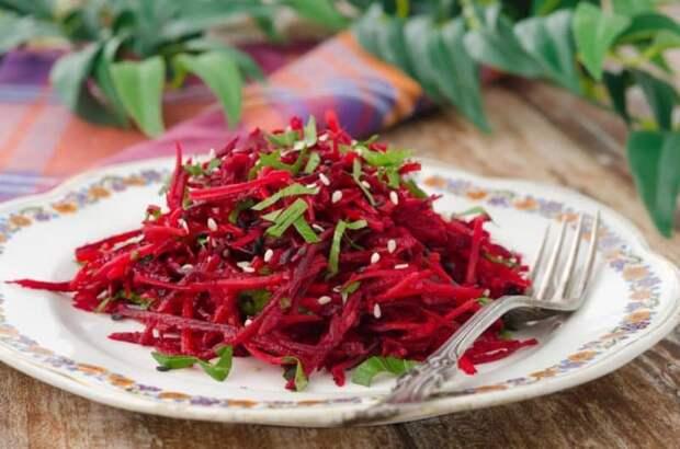 Витаминный салат из свеклы с яблоками. Это блюдо зарядит вас энергией на весь день 2