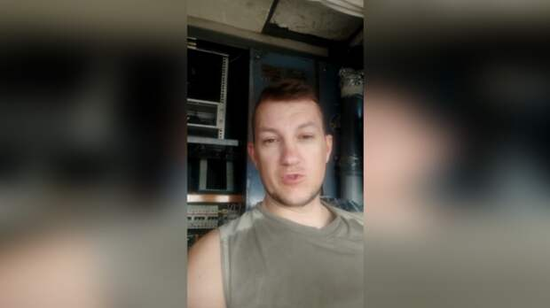 Машинист в Ростове вторые сутки живет в башенном кране, ожидая оплату затруд