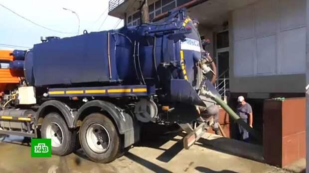 Коммунальщики отмывают Сочи после потопа