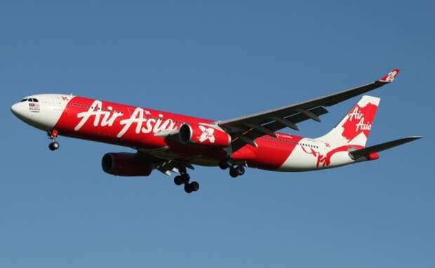Шокирующее падение самолета на 6 000 метров: пассажиры успокаивают пилота, пока лайнер несется к земле!