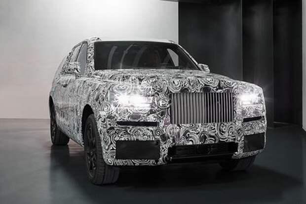 Кроссовер Rolls-Royce облачился в предсерийный кузов
