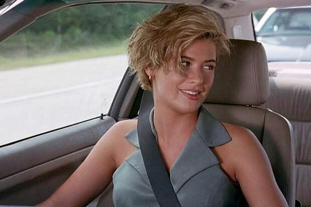 Заложница Чарли Шина в «Погоне» (Кристи Суонсон) влюбляется в своего захватчика и предается любви на огромной скорости прямо в ярко-красном BMW. Такое бывает только в Калифорнии.
