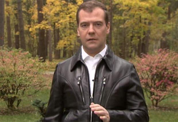 Медведев записал ролик о запрете курения