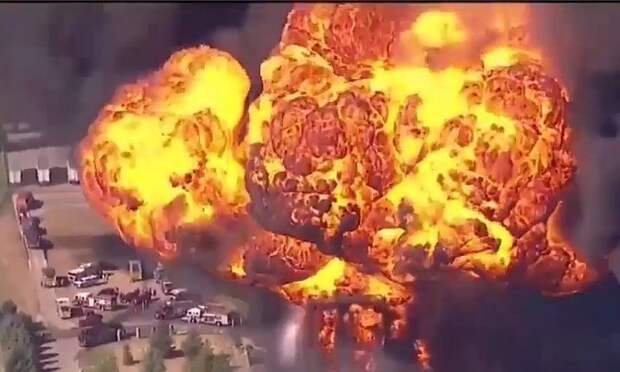 В США горит нефтеперерабатывающий завод: власти эвакуировали 8 тысяч человек