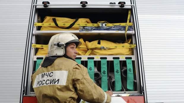 В Ленинградской области ликвидировали открытое горение в ангаре