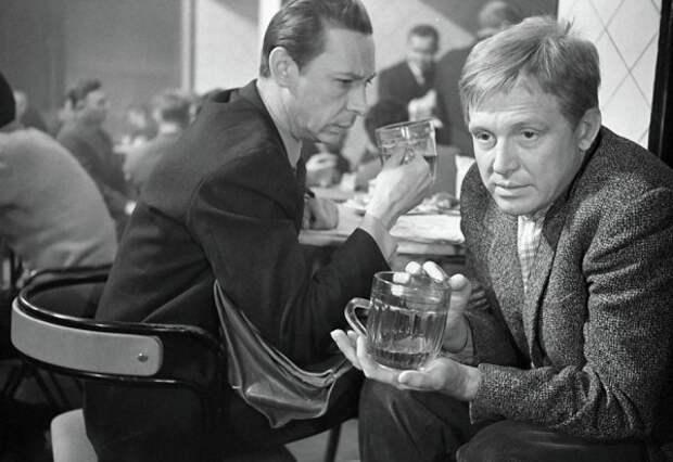 """На съемках культовой комедии """"Берегись автомобиля"""" (1966)."""