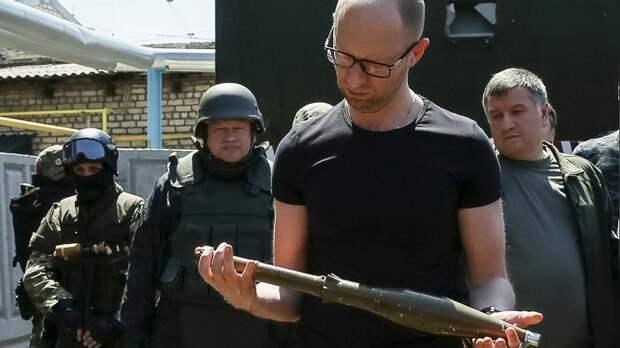 Яценюк — о заочном аресте российским судом: «Кремль пробил очередное дно»