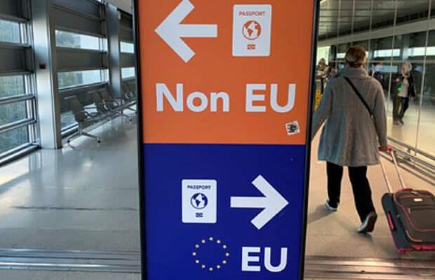 Женщина оставила дочь в аэропорту из-за забывчивости и улетела в отпуск без нее