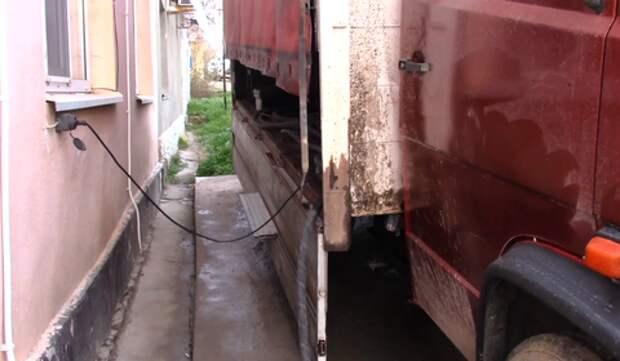 Житель Анапы переделал автомобиль в заправку ВИДЕО
