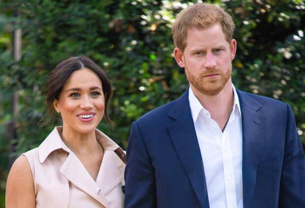 Королевские помощники требуют лишить принца Гарри и Меган Маркл всех титулов
