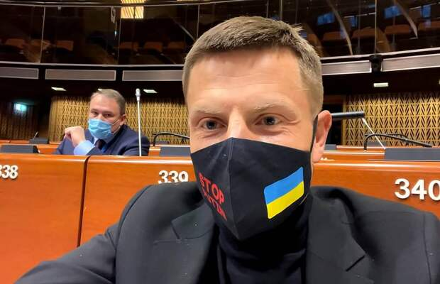 Мелкая месть: Украинский депутат показал кортеж венгерского министра