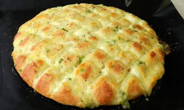 Ароматные лепешки с чесноком и сыром: отличная замена хлебу