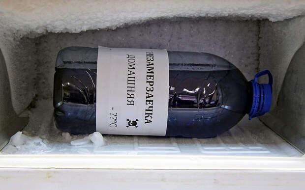 Даже после длительной «зимовки» в морозильной камере обычного бытового холодильника раствор нисколько не теряет свои свойства. Перемещаем незамерзайку в промышленный морозильник. незамерзайка, стеклоомывающая жидкость