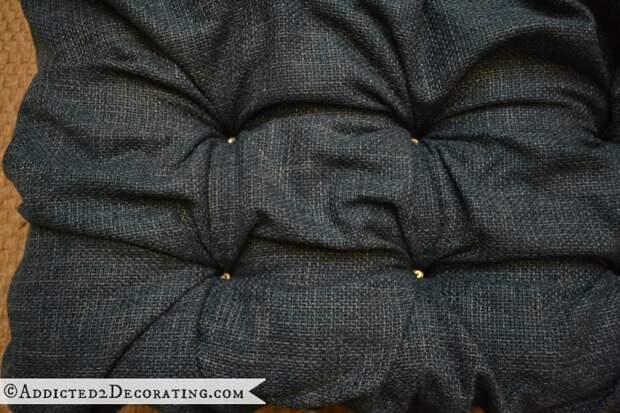 Как сделать мягкое изголовье, пуфик или спинку для стула (13) (700x467, 645Kb)