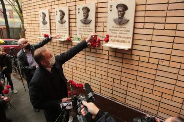 В Институтском переулке увековечили память четверых героев Великой Отечественной войны
