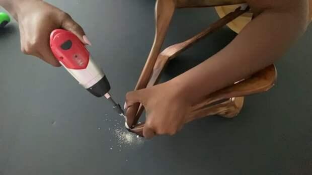 Что получится, если соединить 4 вешалки и пластиковый поднос?