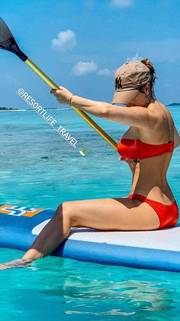 «Отдыхает вместе с мужем?»: Ани Лорак в бикини на Мальдивах светится от счастья