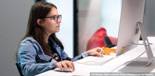 Почти полмиллиона онлайн-уроков провели учителя за неделю. Фото: М. Мишин mos.ru
