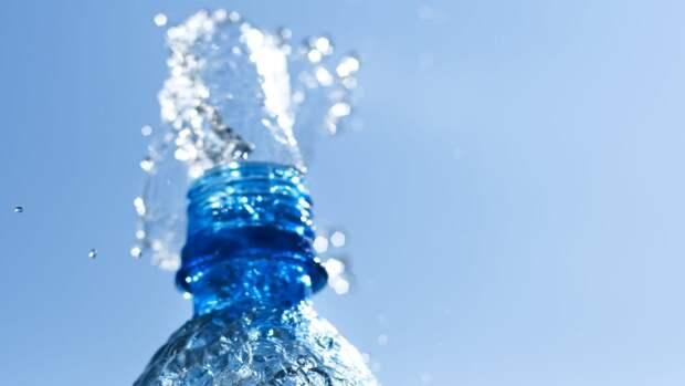 Диетолог Шмелева перечислила рекомендуемые напитки для утоления жажды в жару