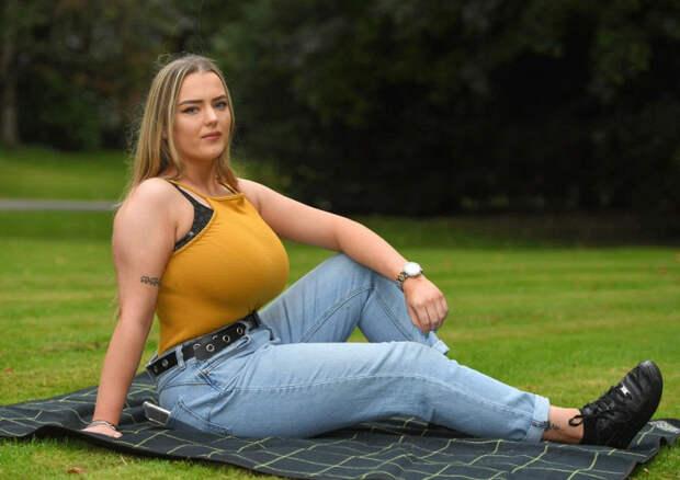 Какженщины сбольшой грудью страдают вповседневной жизни