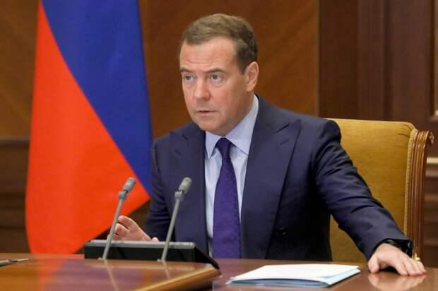 Дмитрий Медведев назвал отношения между Россией и США холодной войной