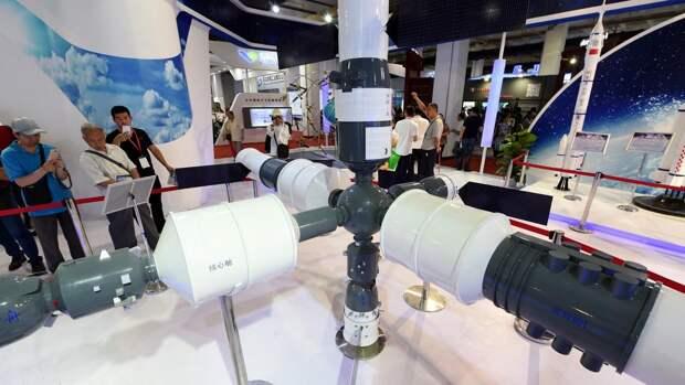 Модель китайской космической станции на международной выставке высоких технологий в Пекине