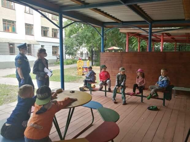 Спасатели ЮВАО пообщались с дошкольниками округа