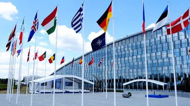 """НАТО перестанет считать Россию """"конструктивным партнером"""""""