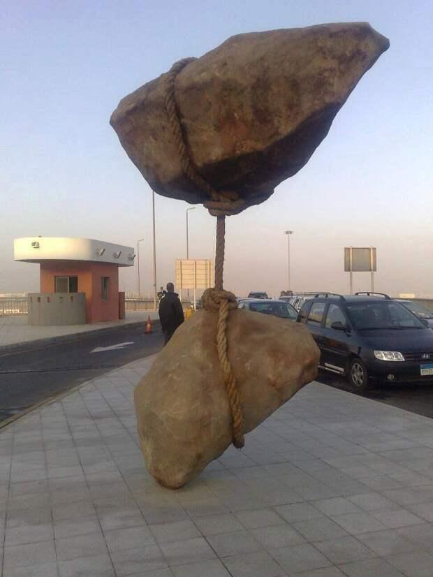 Скульптуры победившие гравитацию