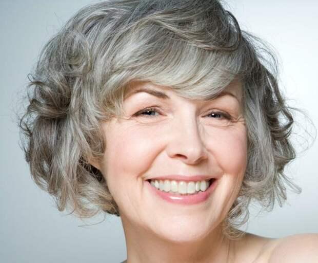 Цвет волос - это важно. Разбираемся, какие оттенки особенно актуальны после 50 лет.