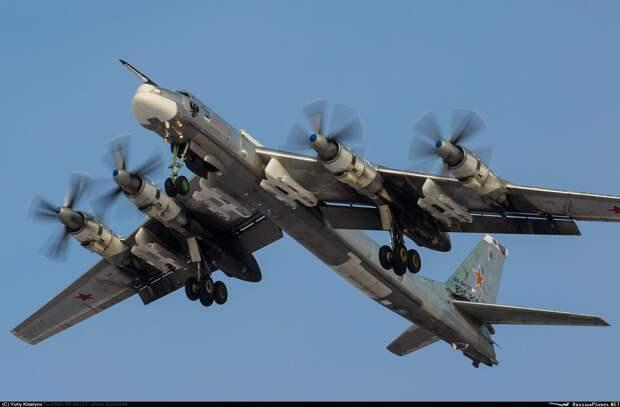 Командующий дальней авиацией рассказал о полетах «за три моря»