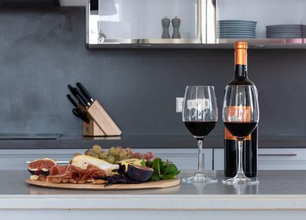 Пять продуктов, которые стоит съесть перед употреблением алкоголя