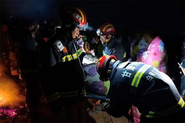 Шесть горняков оказались под завалом в результате обрушения на шахте в КНР