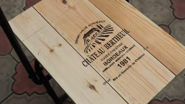 Годами ржавый каркас стула валялся в сарае, а сегодня на него любо взглянуть