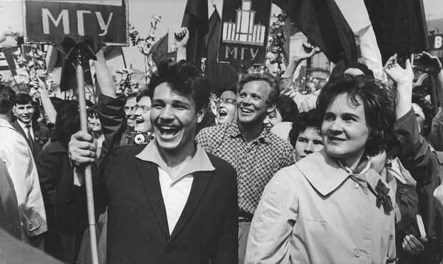 Атмосферные ФОТО первомайских демонстраций в СССР