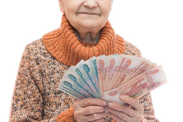 Мошенники запугали московскую пенсионерку и заставили отдать им 12 млн рублей