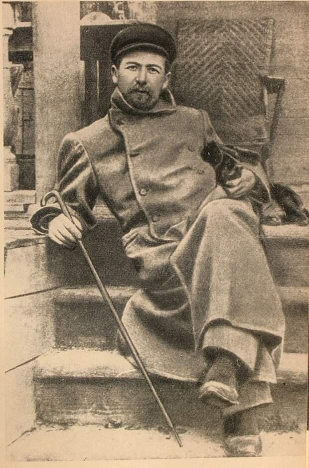 Чехов вообще шутил много и часто.