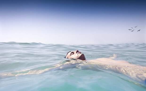 Самый смелый побег из СССР: океанолог спрыгнул за борт и проплыл 100 километров за 2 дня