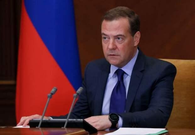 Медведев высказался о регулировании в сфере искусственного интеллекта