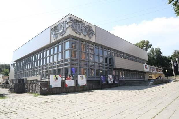 Плитку у нижегородского ТЮЗа заменят к 800-летию Нижнего Новгорода
