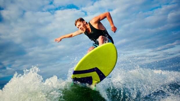 Оставленная на пляже доска для серфа послужила причиной поисковой операции в Шотландии