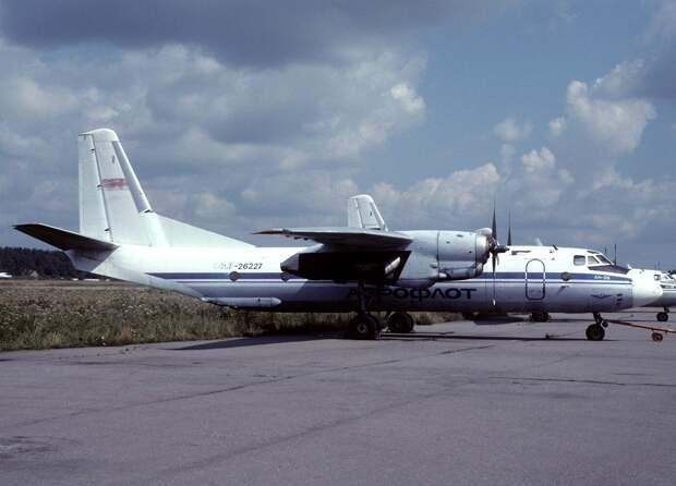 Antonov An-26, Aeroflot AN1046788.jpg