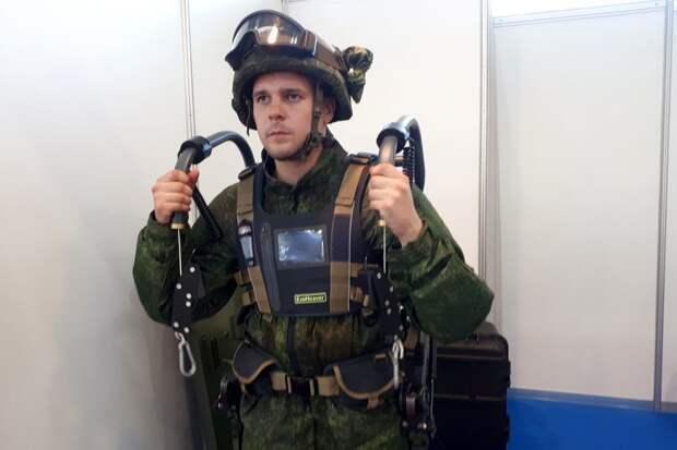 """На """"Армии-2020"""" представили экзоскелет для спецназа с """"третьей рукой"""""""