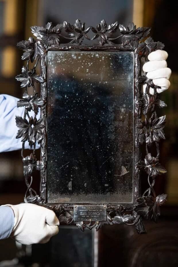 Семья случайно узнала, что зеркало вихтуалете когда-то принадлежало Марии Антуанетте