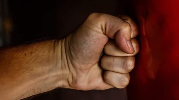 В Челябинске задержан избивший пенсионера мужчина