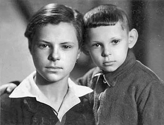 Леня и Витя Харитоновы