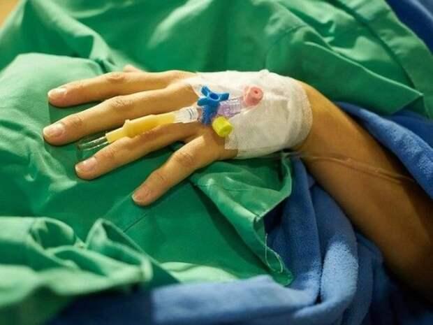 «Другого места для вас нет»: в петербургской больнице пациентов укладывают в коридоре на топчан
