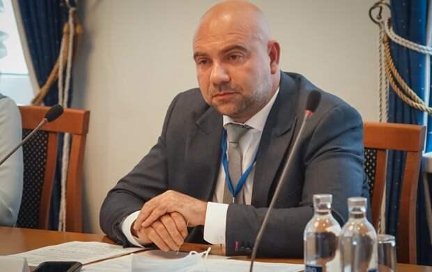 """Телеведущий Баженов предложил внести поправки в закон """"Об оружии"""""""